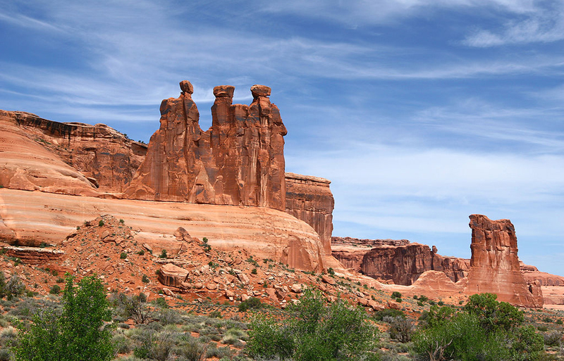 1024px-The_Three_Gossips_at_Arches_National_Park