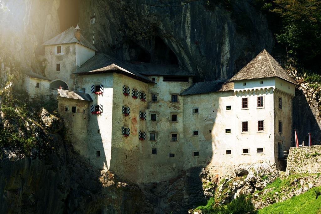 Castello di Predjama, il maniero aggrappato alla roccia