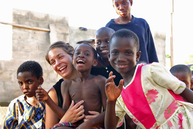 ghana-volontaria-bambini.1200